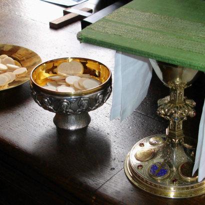 Utensilien zur Kommunion und dem Spenden der Sakramente